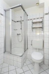 Badezimmer Dusche und WC